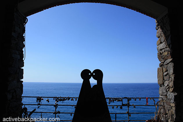 Kissing Statue at Cinque Terre