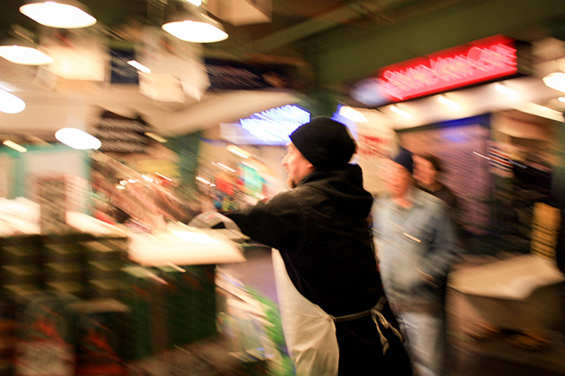 Pike Place fish throwing