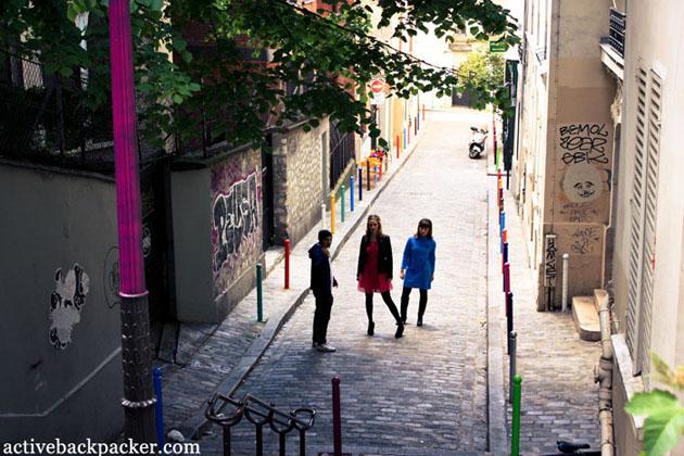 Models In A Montmartre Alleyway