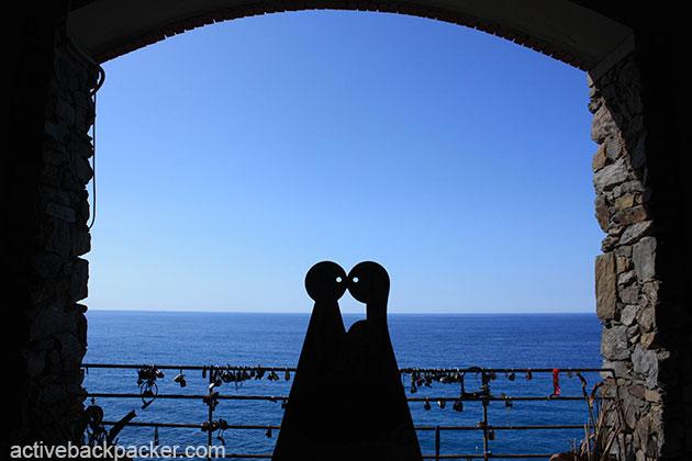 Kissing Statue at Cinque Terre