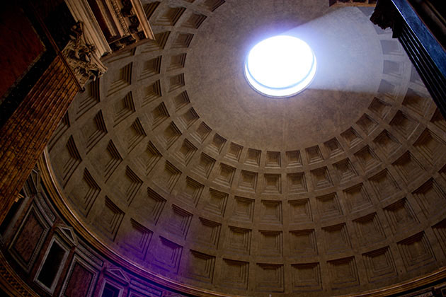 The smooth dome of inside the Panethon