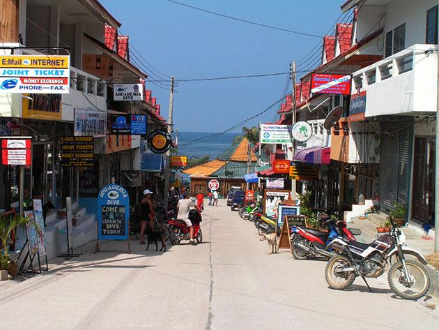 street in koh tao
